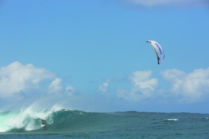 The Core Kites XR4 performs in the waves.