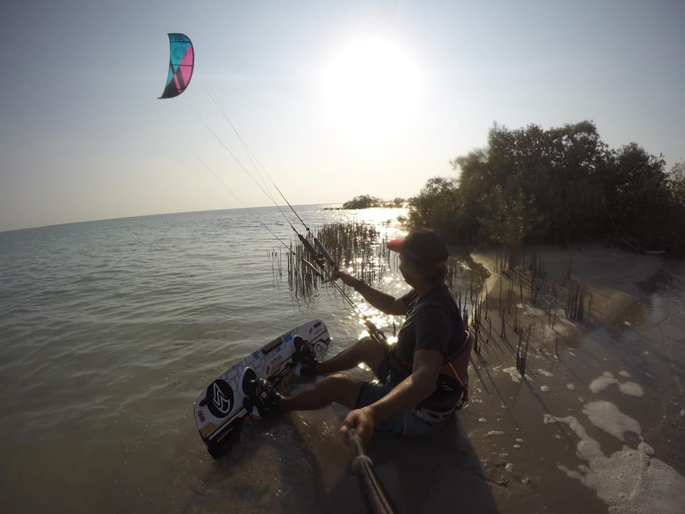 Learn kitesurfing online