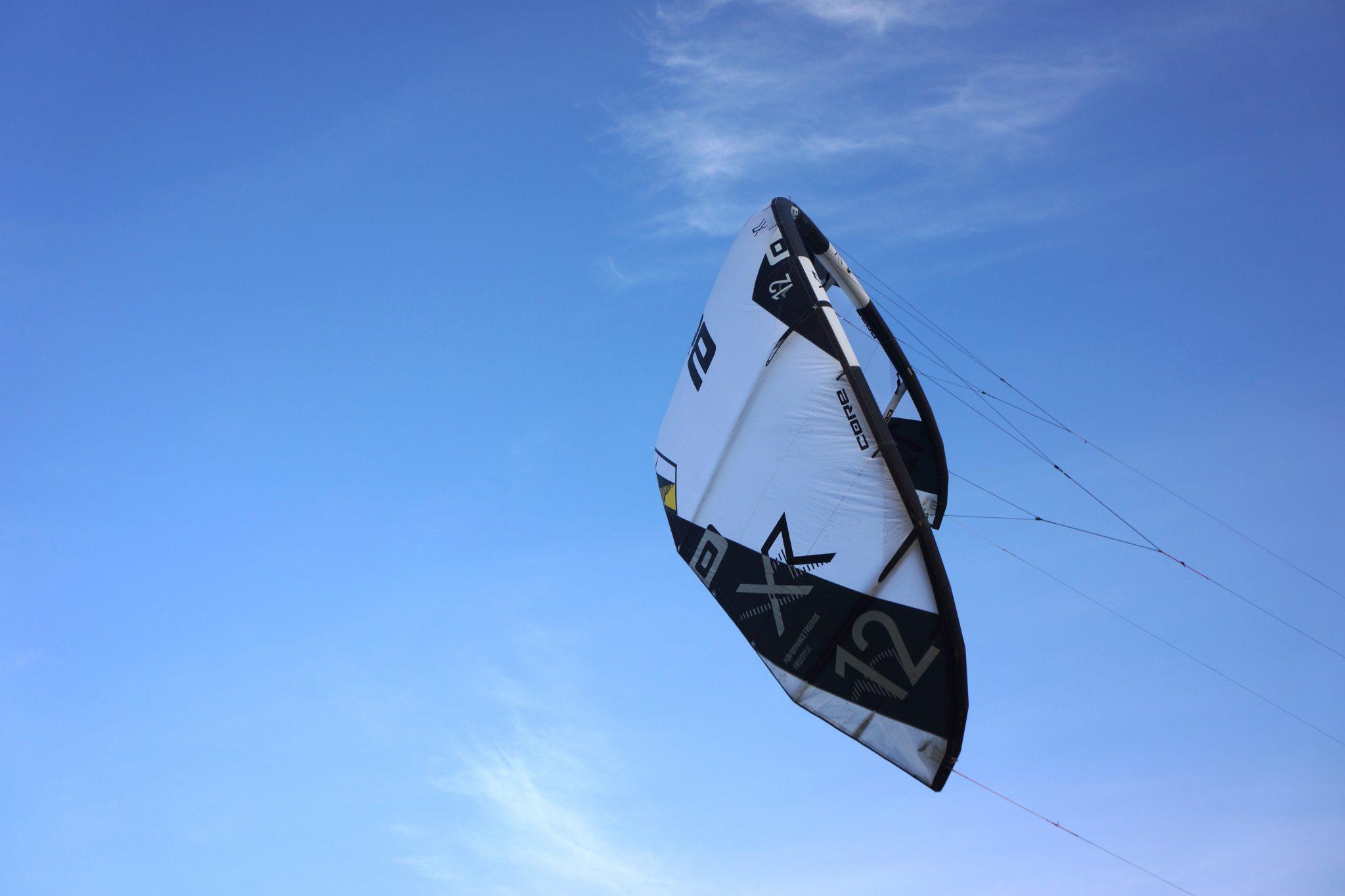 Kitesurfen CORE Kitesurfing  NEXUS LW Test-Kite white/black Kiteboard Kite Kites