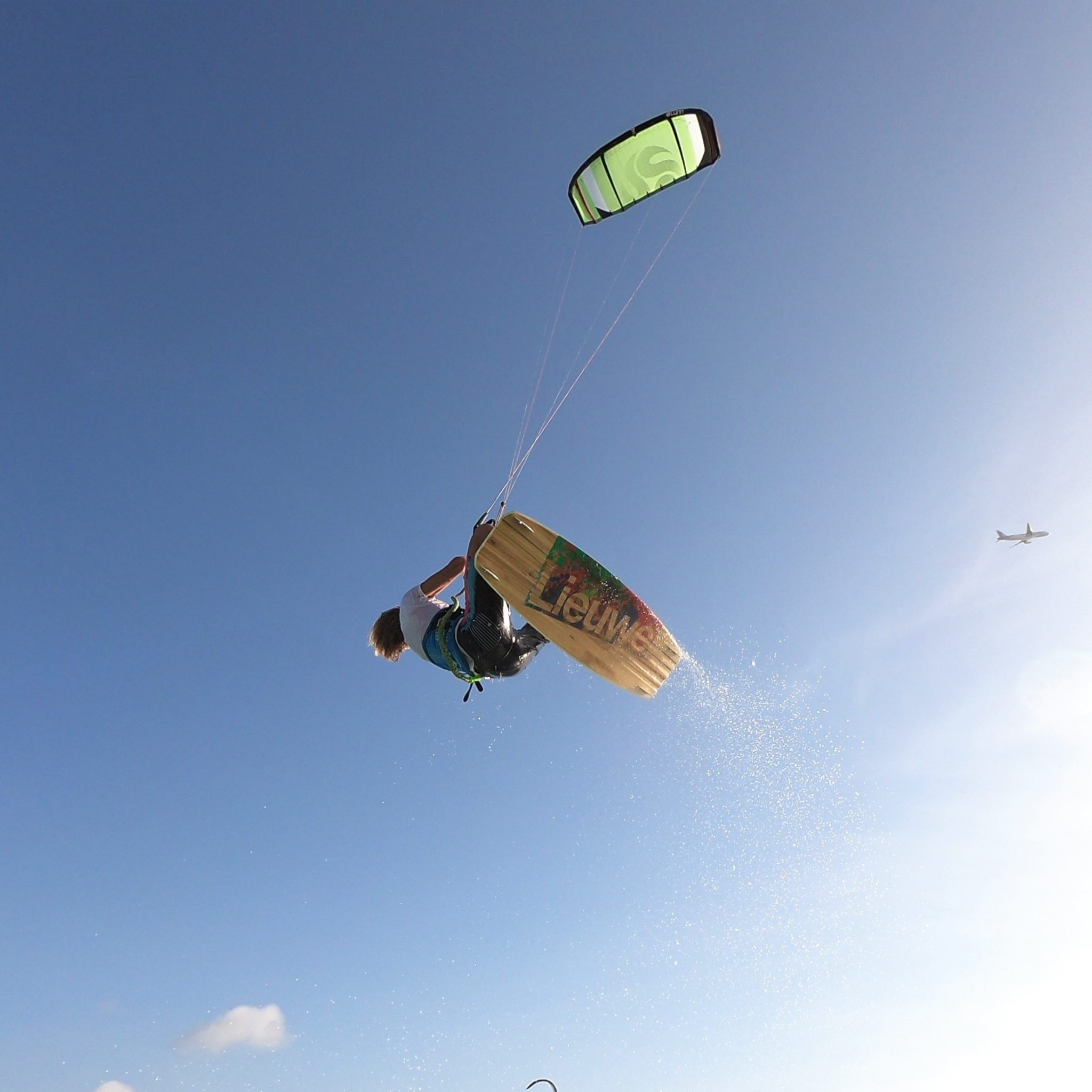 Kitesurfing in Aruba | Holidays and Travel Guides